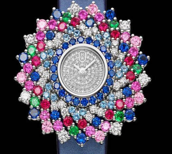 都说一花一世界,每一朵花上面有着宛如一个宇宙的复杂万事万物,这种不遗余力了匠人活力的高级珠宝腕表亦是如此。高级珠宝腕表不可是壮观的珠宝饰品,也是非凡的富有诗意诗词,根据璀璨细致的方案设计,为荏苒的时光镶好灿烂精彩纷呈,搭建一个只属于你的绮丽全世界,描述只有你能掌握的璀璨梦物语。